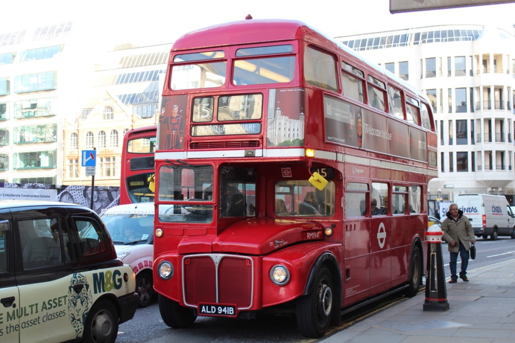 Oui, je sais, prendre des photos de bus à Londres c'est surfait...