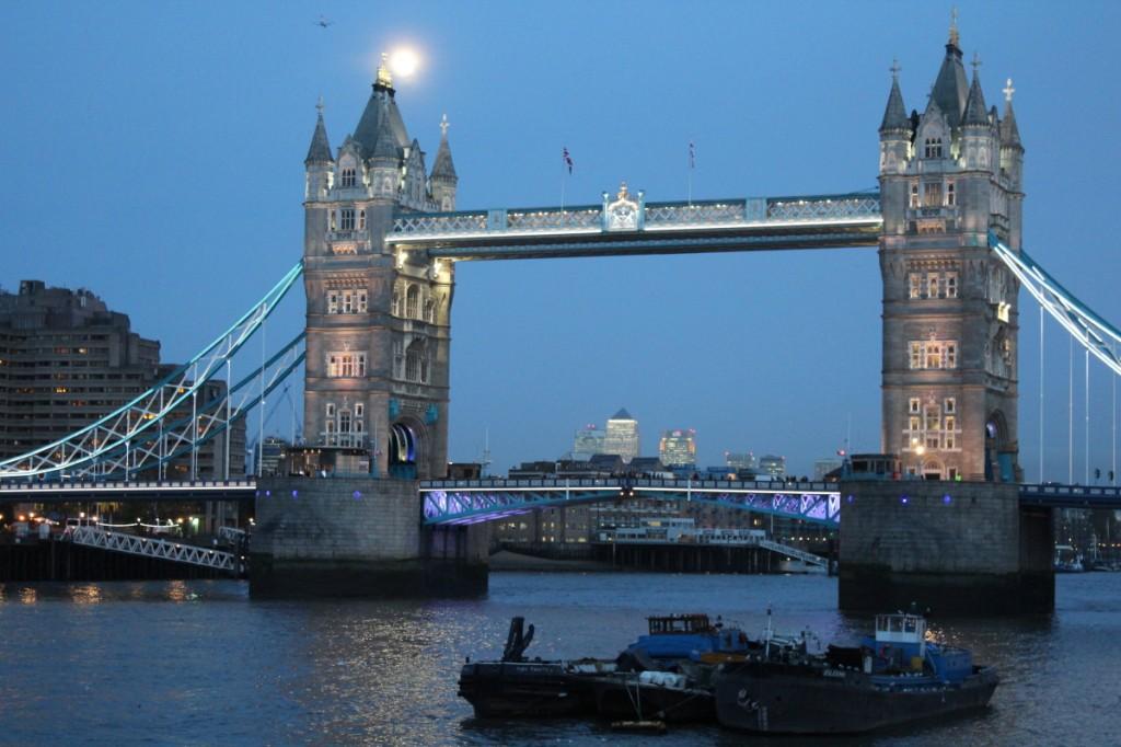 En bas des ponts aussi c'est joli !